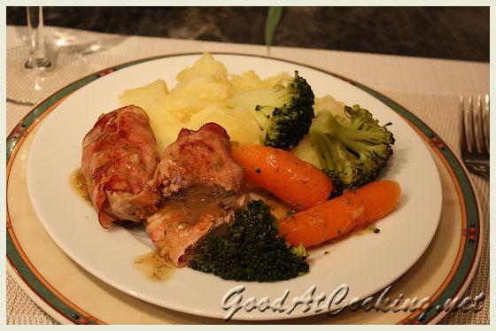Рецепт свиной вырезки в беконе с пошаговыми фотографиями