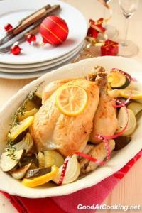 Нежное сочное куриное мясо с ароматом лимона и чеснока, сил на приготовление тратится мало, а получается очень вкусно. Очень хорошо подойдет к праздничному ужину — поставил в духовку курочку и можно занятся салатами и закусками