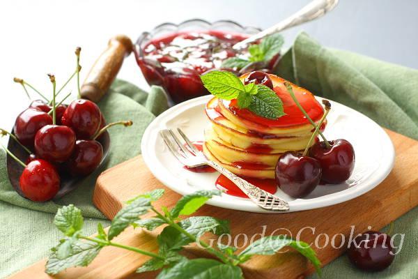 Рецепт сырников из рикотты с вишневым соусом с пошаговыми фото