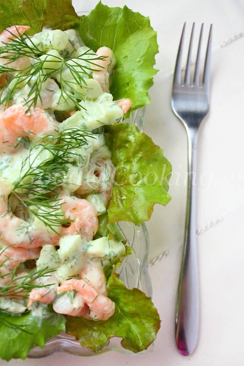 Recept van Garnalen-komkommersalade met foto's