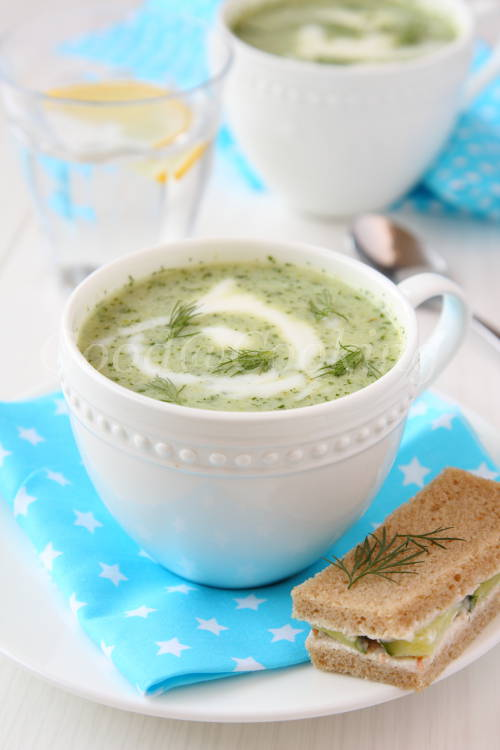 Recept van koude komkommer-yoghurtsoep met foto's