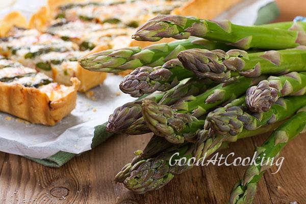 Рецепт тарта со спаржей, пекорино и беконом