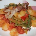 Летний салат с дрессингом из помидоров