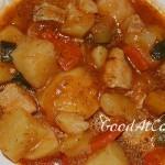 Индейка с овощами в томатно-чесночном соусе