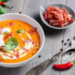 Carrot sweet pepper soup with bacon