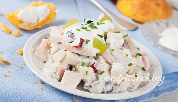 Салат из винограда, курицы, яблоком с фото