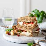Рецепт вкусного тоста со спаржей и моцарелой